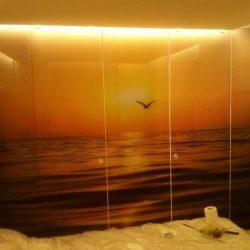 חיפוי קיר זכוכית לחדר
